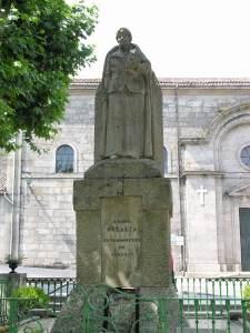 Estatua de Rosalía en Padrón