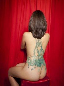 mujeres-tatuaje-lampara-2012